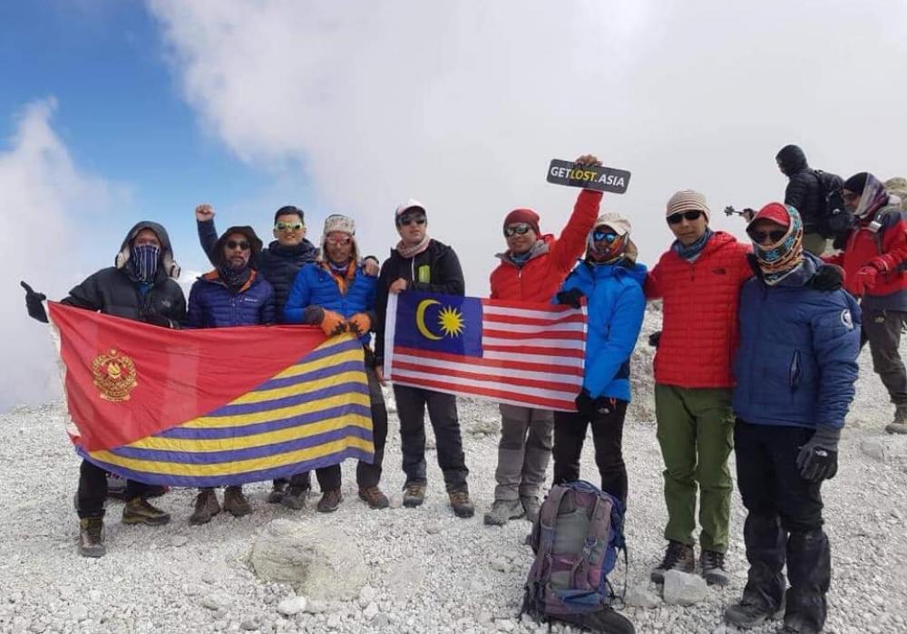 Hiking Mount Damavand